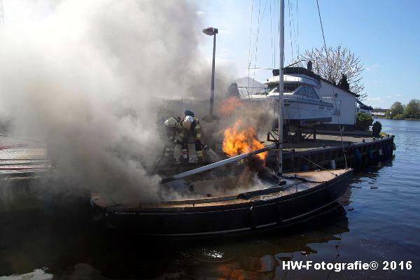 Henry-Wallinga©-Brand--Zeilboot-Kranerweerd-Zwartsluis-06