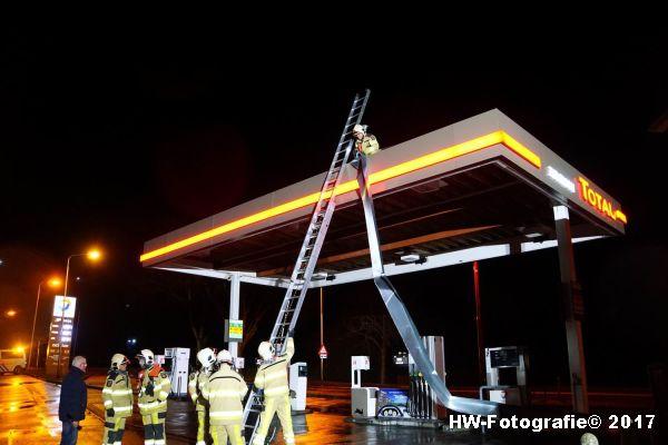 Henry-Wallinga©-Stormschade-Tankstation-Hasselt-04