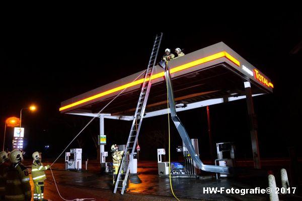 Henry-Wallinga©-Stormschade-Tankstation-Hasselt-10