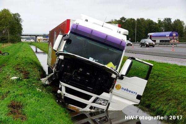 Henry-Wallinga©-Ongeval-Vrachtauto-Sloot-Staphorst-01