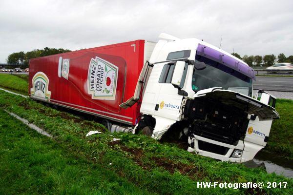 Henry-Wallinga©-Ongeval-Vrachtauto-Sloot-Staphorst-02