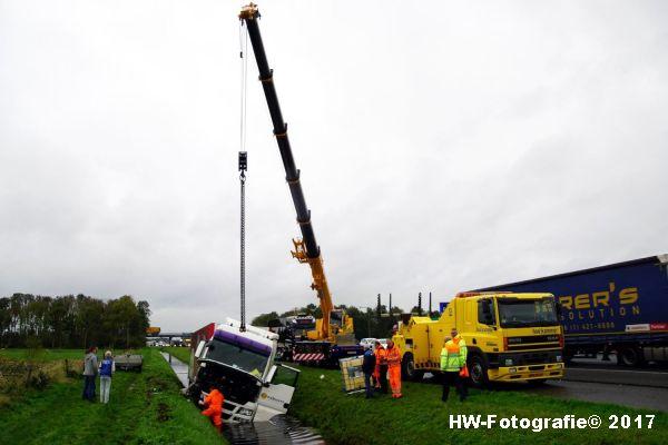 Henry-Wallinga©-Ongeval-Vrachtauto-Sloot-Staphorst-09