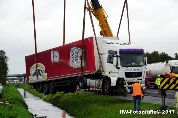 Henry-Wallinga©-Ongeval-Vrachtauto-Sloot-Staphorst-16