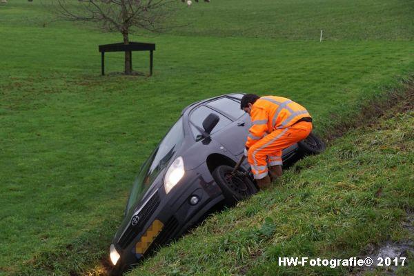 Henry-Wallinga©-Auto-Greppel-Verkavelingsweg-Hasselt-07