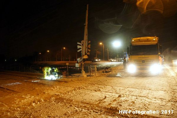Henry-Wallinga©-Trein-Auto-Overweg-Zwolle-23